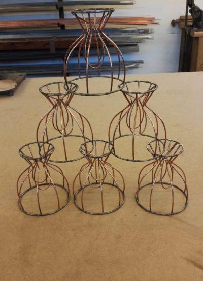 Gestelle für Aufsteckschirmchen gefertigt in der Drahtwerkstatt der Lampenschirmwerkstatt Barten.