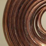 Lampenschirmringe aus Eisendraht in die richtige Form gebracht bei der Lampenschirmwerkstatt Barten.