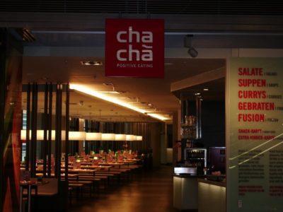 Das Cha Cha Restaurant mit länglichen ovalen Lampenschirmen aus der Lampenschirmwerkstatt Barten in Schwarzenbek.
