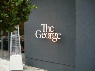 "Das Logo des ""The George"" in Hamburg."