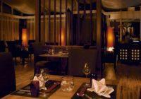 Der Restaurantbereich mit hohen kaschierten Lampenschirmen von der Lampenschirmwerkstatt Barten.