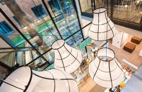 Die Lampenschirmwerkstatt Barten aus Schwarzenbek fertigt individuelle Lampenschirme für den Objektbereich und Privatkunden.