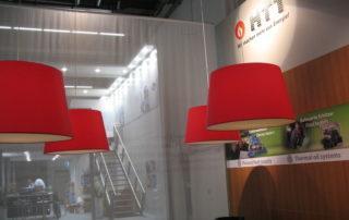 Lampeschirme als Sonderanfertigung auf einem Messestand, hergestellt in der Werkstatt der Lampenschirmwerkstatt Barten in Schwarzenbek.