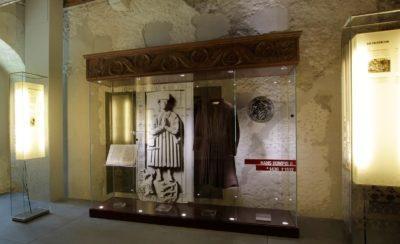 Die Lampenschirmwerkstatt Barten fertigte diese bedruckten Lampenschirme für das Museum.