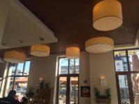 Farblich abgestimmt fügen sich die Lampenschirme wunderbar in die gesamte Einrichtung ein.