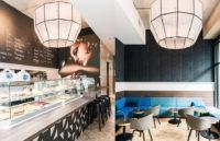 Zwölfeckige Lampenschirm mit einem Durchmesser von über einem Meter zieren die Decke dieses Cafés.